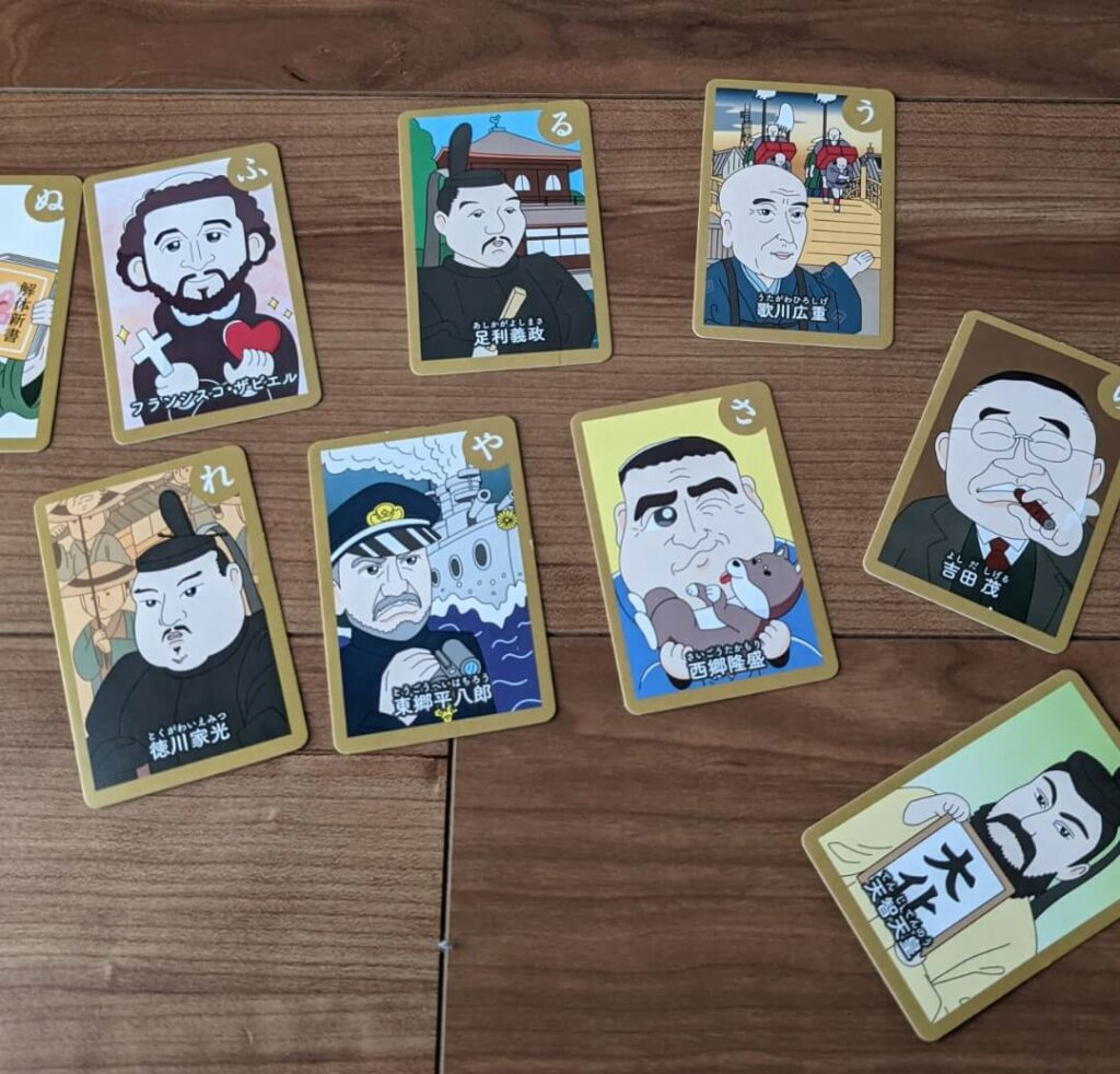 ダイソー 歴史人物かるたの絵札を並べたところ。