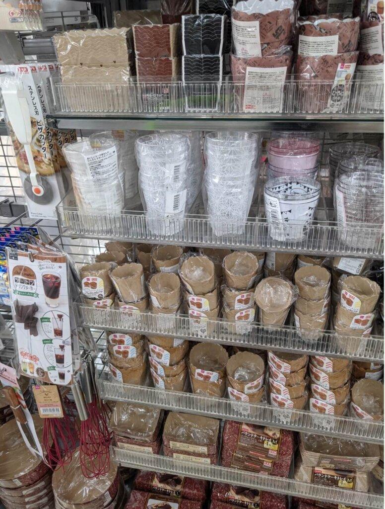 ダイソー おいしいケーキ屋さんのひんやりデザートカップ、マフィンケーキカップ、ツートンドリンクメーカー、柄スパチュラ、泡立て器